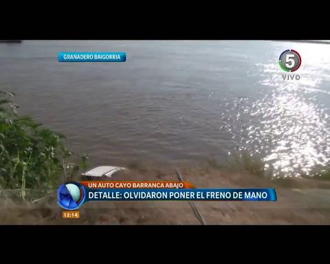 Una camioneta terminó en el río por un descuido de sus ocupantes