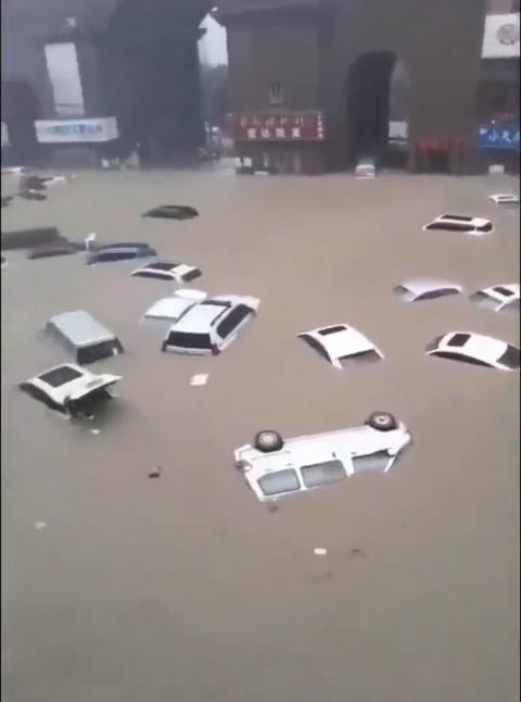 Veinticinco muertos por lluvias torrenciales en China, el metro inundado