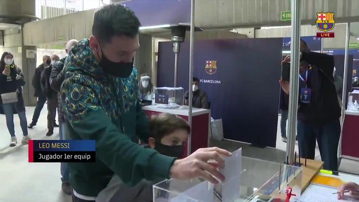 Elecciones Barça: Messi ya ha votado acompañado de su hijo