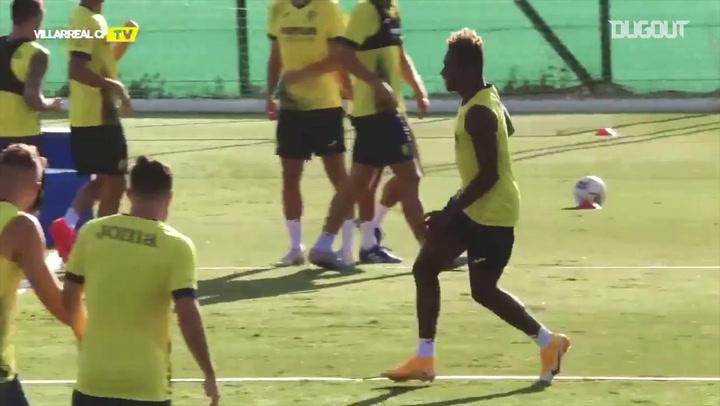 Kubo and his Villarreal teammates enjoy a fun warm-up game