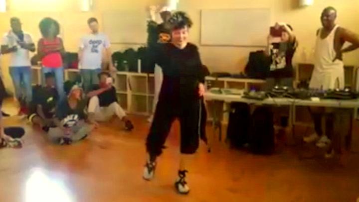 Hun har kanskje fylt 72, men 80-tallsstjernen danser fortsatt bedre enn deg