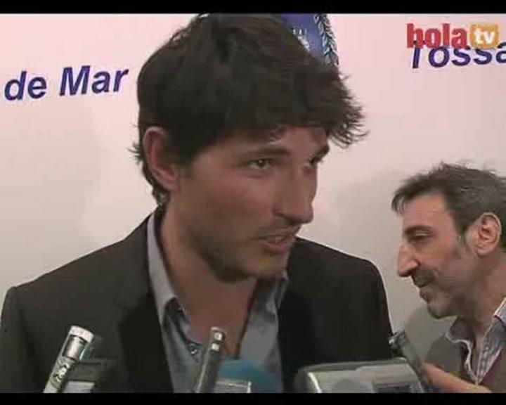 Andrés Velencoso, premiado en su tierra: \'Kylie no ha podido acompañarme porque está trabajando\'