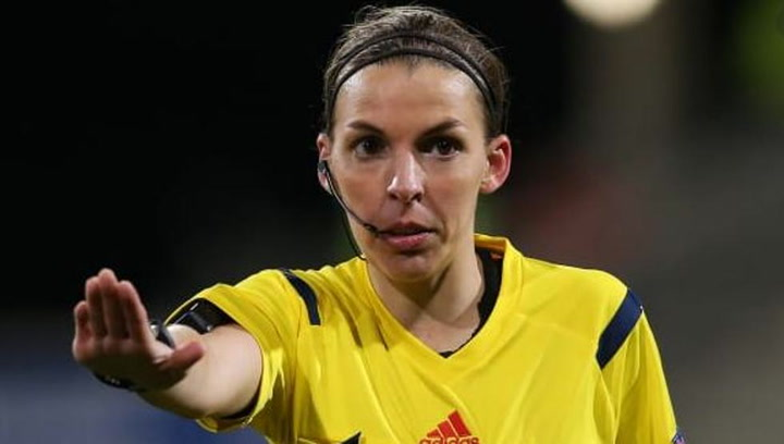 Stéphanie Frappart será la primera mujer en arbitrar un partido de Champions