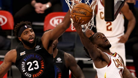 Knicks play big defense in big win over Cavs