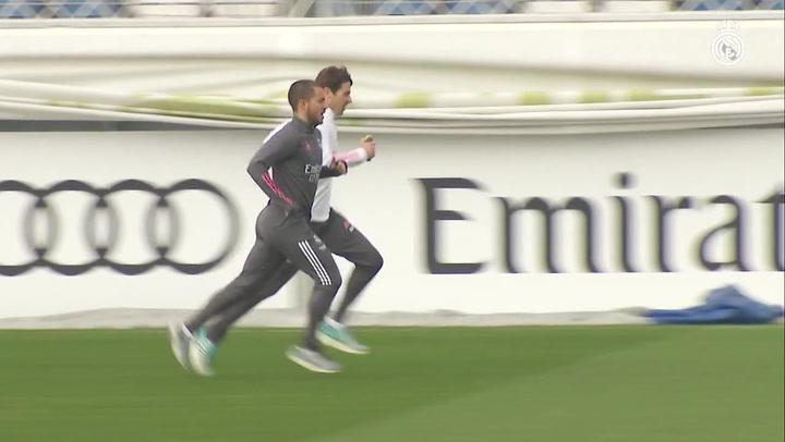 Último entrenamiento del Real Madrid antes de recibir al Valencia.mp4