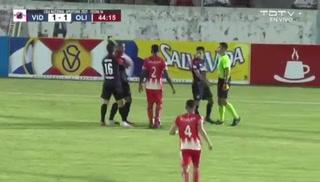 Eddie Hernández pierde la cabeza en La Ceiba: Es expulsado e intenta agredir al árbitro Nelson Salgado