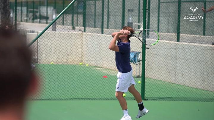 Nadal y Moyá se enfrentan a los jugadores de la Academy