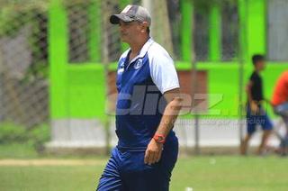 Diego Vázquez confirma el regreso de Félix Crisanto y no descarta bajas