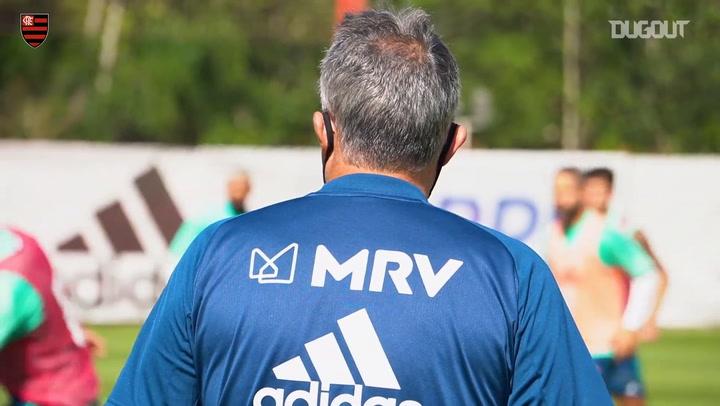 Domènec Torrent comanda treino do Flamengo para estreia no Brasileirão