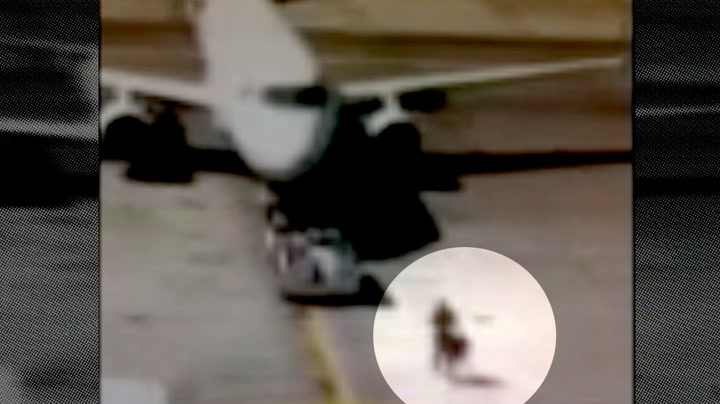 Rakk ikke flyet – her løper han for å ta det igjen