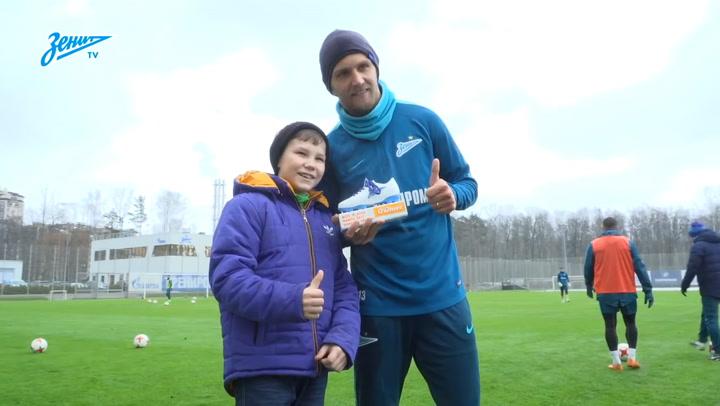 PRESENTING THE AWARD TO Daler Kuzyayev