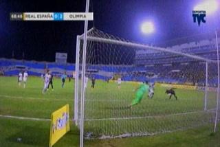 El inexplicable fallo de gol de Rony Martínez frente a portería ante Olimpia