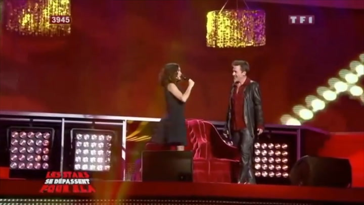 Salma Hayek shows off her amazing singing voice in live performance