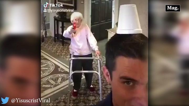 Video viral: tierna abuelita es retada y demuestra tremenda habilidad