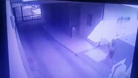 Intentó abusar de una chica, quedó grabado en un video y fue imputado