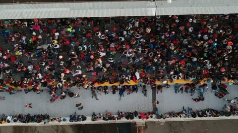 Caravana de centroamericanos vuelve a tocar la puerta de México para llegar a EEUU