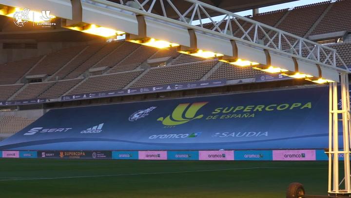La Cartuja se engalana para la final de la Supercopa