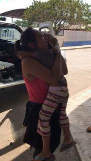 Madre hondureña se reencuentra con su hija desaparecida en la caravana