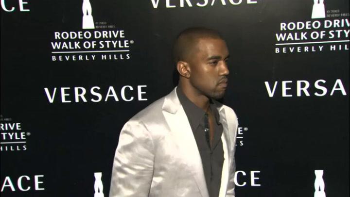 "Kanye West在大规模亚特兰大活动中展示""丹达""专辑"