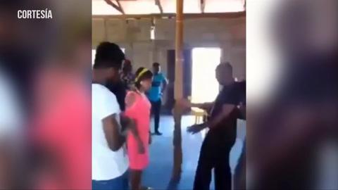 Pastor saca demonios besando en la boca a mujeres