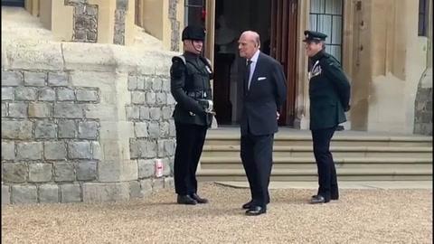 El esposo de Isabel II, trasladado de hospital nuevamente en Londres