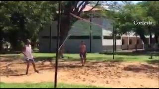 Video inédito de Ronaldinho en la cárcel jugando fútbol tenis
