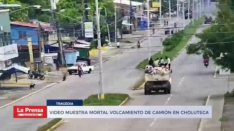 Video muestra mortal volcamiento de camión en Choluteca