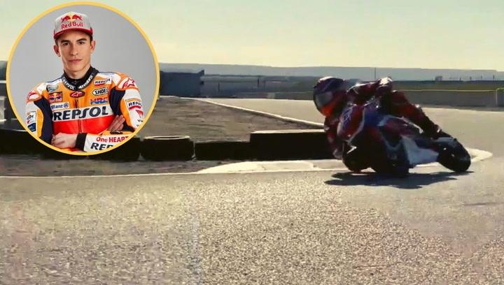 Marc Márquez ya se entrena sobre una minimoto
