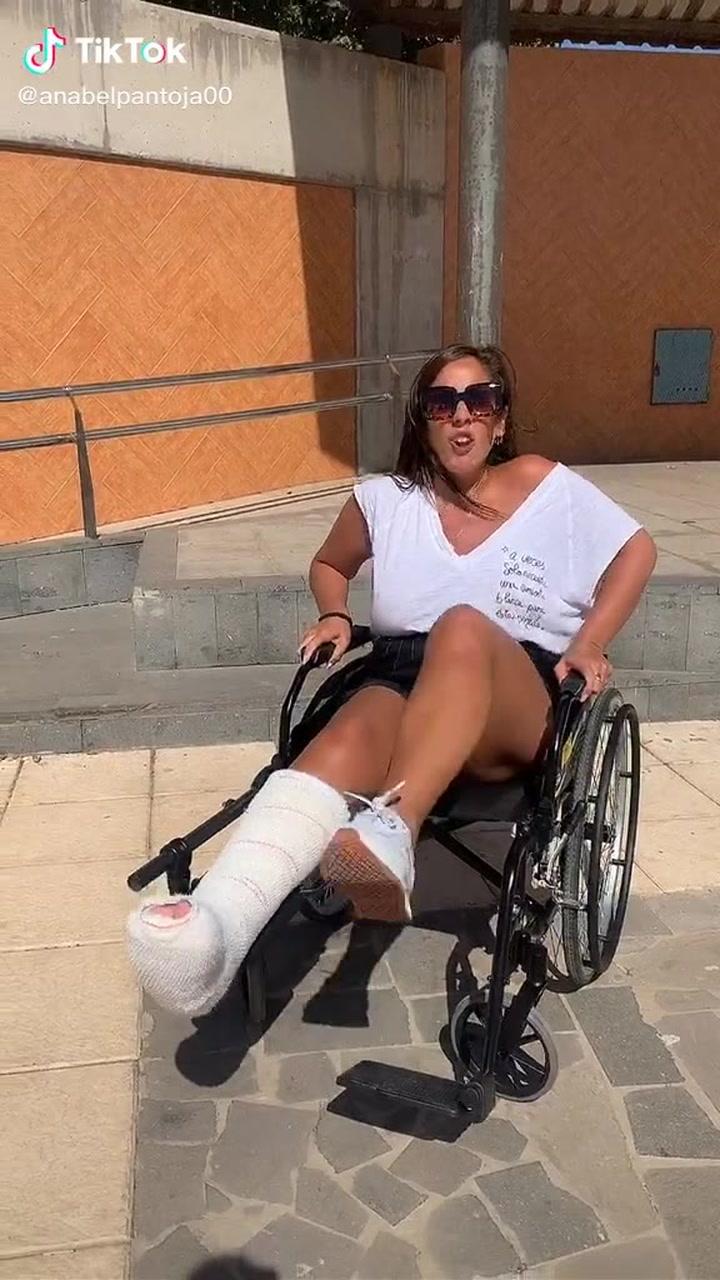 Anabel Pantoja bailando en silla de ruedas
