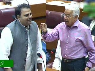 فواد چوہدری کا قومی اسمبلی میں دلچسپ انداز۔۔۔ خواجہ آصف کا بھی طنز بھرا جواب