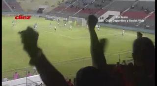 Luis Meléndez hace el 2-0 para el Vida ante el Honduras Progreso