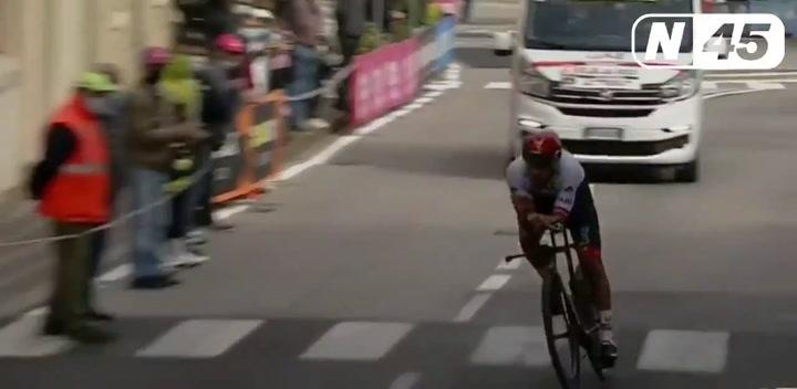 Caída de Juan Sebastián Molano en la crono del Giro
