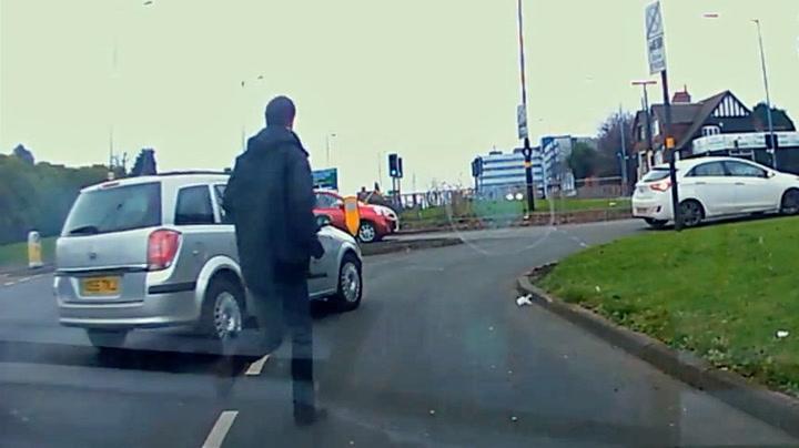 Bilist tok affære da fyllekjøreren stakk av