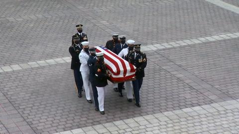 Altos honores para despedir a Ginsburg en EEUU, mientras Trump prepara su reemplazo