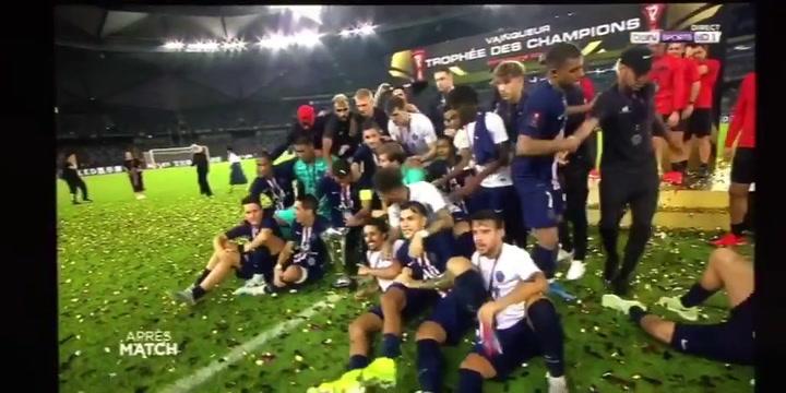 Mbappé quita a Neymar de la foto de los campeones