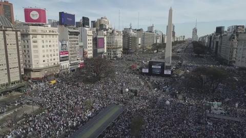 Macri celebra un acto multitudinario a ocho días de las elecciones