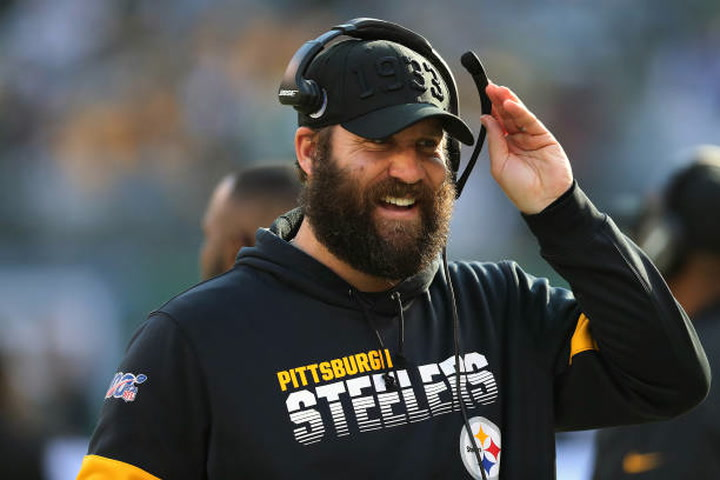 Steelers QB Ben Roethlisberger middle of the road in QB value rankings
