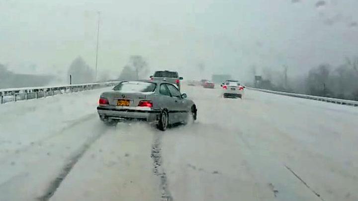 Vågal bilist «lekte seg» på motorveien
