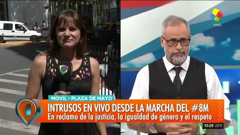 {altText(Intrusos desde Plaza de Mayo con la marcha del #8M y el paro de mujeres,)}