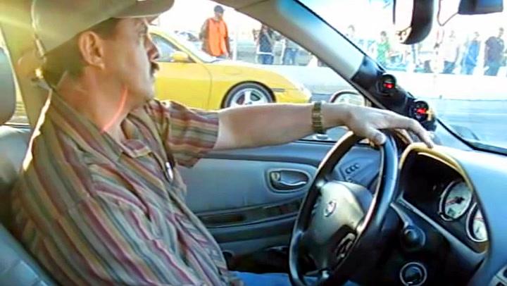 Marcos utfordrer Porsche i gammel Nissan