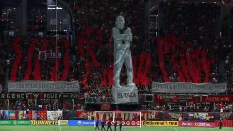 Atlanta homenajeó a Martino con una estatua de superhéroe