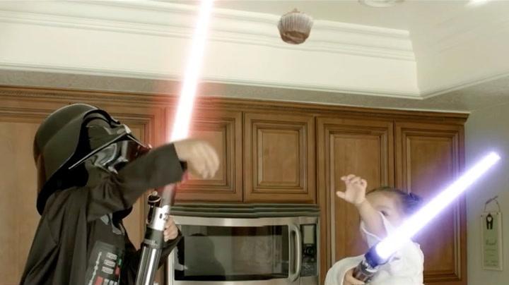 Her slåss Darth Vader og prinsesse Leia over en cupcake