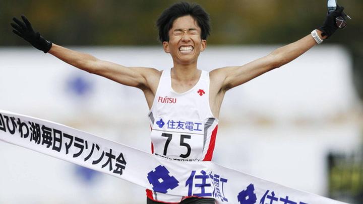 Kengo Suzuki se convirtió en el primer atleta nacido fuera de África en romper récord de maratón