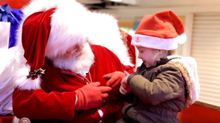 Julenissens ekstra innsats for å glede rørte tilskuerne