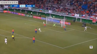 Honduras anota el descuento ante Chile en la primera mitad