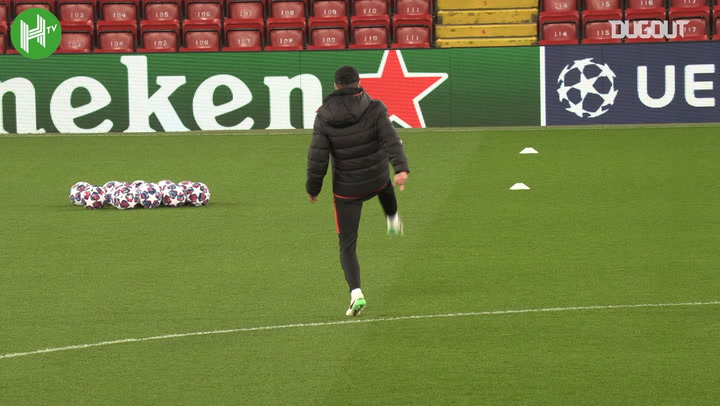 Diego Simeone shows his skills before Liverpool vs Atlético