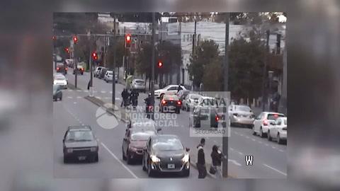 El video del terrible choque de un policía de la Motorizada durante una persecución