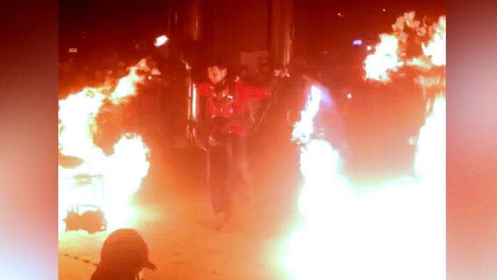 Flammekasteren brifer med sine kunster – så går alt galt