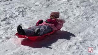 Las Vegas residents enjoy the snow at Lee Canyon – VIDEO
