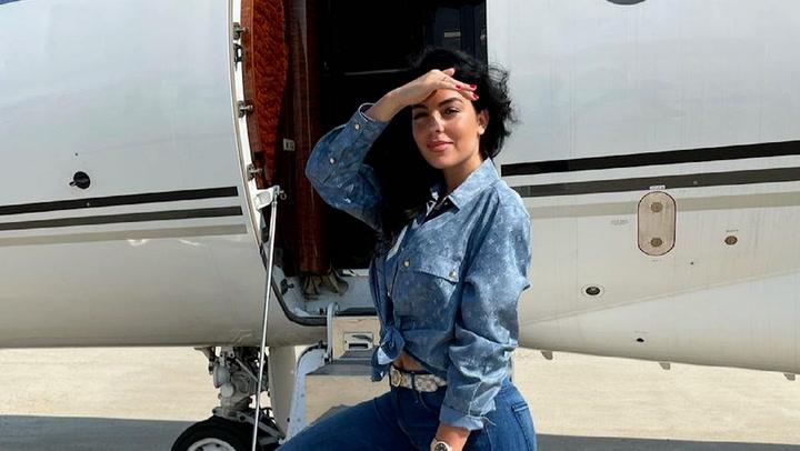 El posado de Cristiano y Georgina en la supercama de su avión privado se hace viral